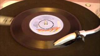 Elvis Presley - Are you Lonesome Tonight (Laughing Version) (RCA 1980).