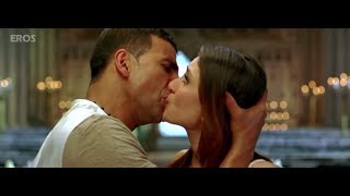 Kareena Kapoor Khan hot lip lock scene