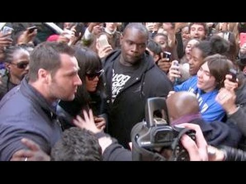 REALLY CRAZY - RIHANNA Almost Crushed By A Sea Of Fans While Entering Her Hotel In Paris !!!