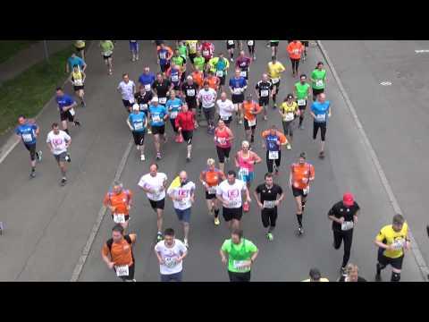 15. Trollinger Marathon 2015 Heilbronn, Startaufstellung ; Durchlauf unter Rosenbergbrücke