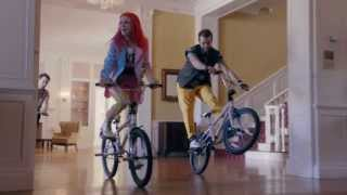 Gambar cover Paramore - Still Into You (Official Music Video)