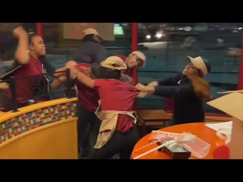 Michael Berry - Employees At A Popeyes In Wisconsin Throwdown -- With Each Other
