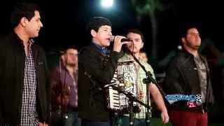 Los Nuevos Ilegales Ft. Banda Renovacion - La Bola