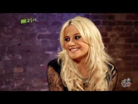 "Pixie Lott Interview + ""Turn it up"" live @ iTunes Festival 2010"