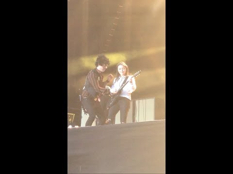 Green Day bring 14 year old girl onstage to play guitar in Dublin 29/06/17