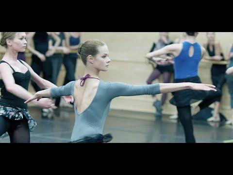 美女2人が静かな火花を散らす華麗なるバレエ対決/映画『ボリショイ・バレエ 2人のスワン』本編映像