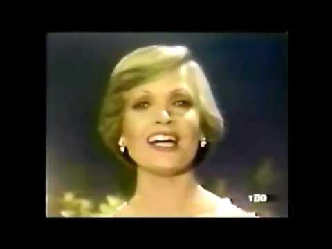 "Florence Henderson sings Neil Diamond's ""Beautiful Noise"" on 1977 Brady Bunch special"