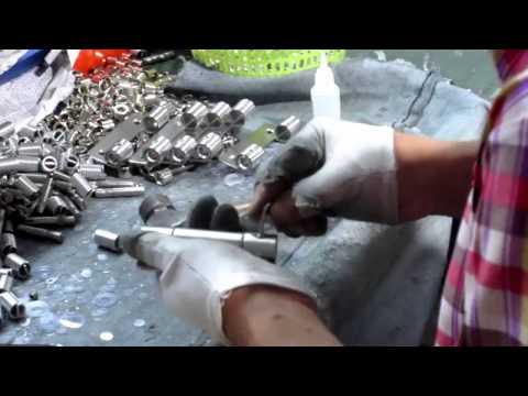 China Import, China Quality Control: Sanitary Cabins Hardware / Production 1