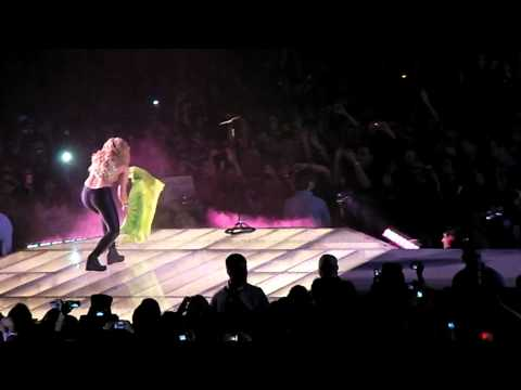 Shakira - Why wait? Live in Cologne december 2010