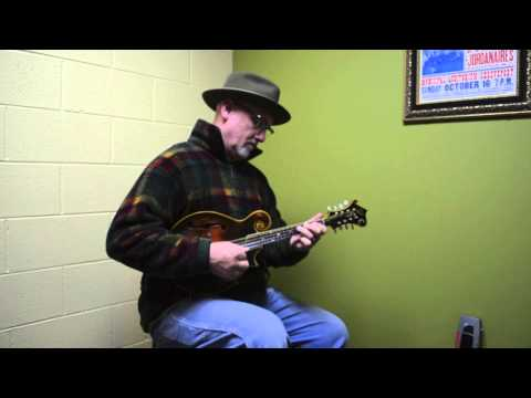 Carter Vintage Guitars - Mike Compton on a 1925 'Unsigned' Loar