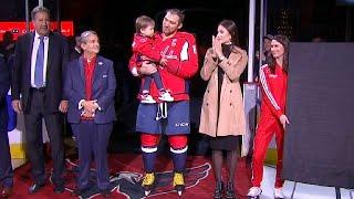 Александра Овечкина поздравили с 700-ой шайбой в НХЛ...