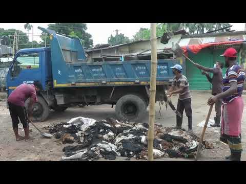 দিনাজপুরে ময়লার ভাগাড়ে ফেলে দেয়া হচ্ছে চামড়া