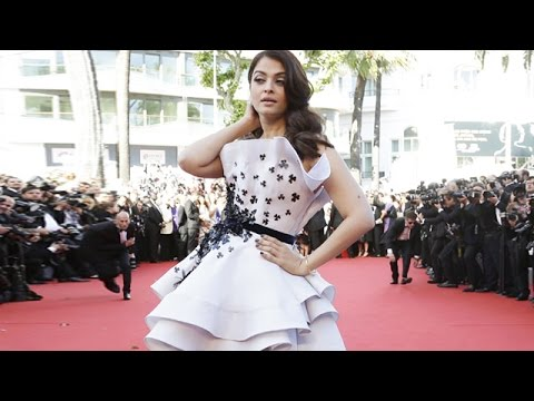 Aishwarya Rai Bachchan Hits Red Carpet In Ralph & Russo | Cannes 2015