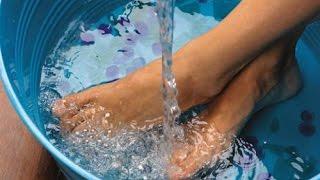Coloca os pés em uma bacia com vinagre e veja o que acontece ao teu corpo.