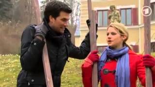 Marlene und Konstantin Stelzen laufen