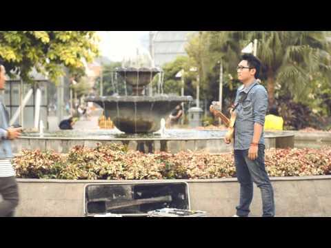 Stereocase - Bebas (feat. Sara un soirée) Official Music Video