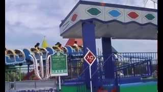 小さな子供も乗れるジェットコースター。愛知県の南知多ピーチランド内...