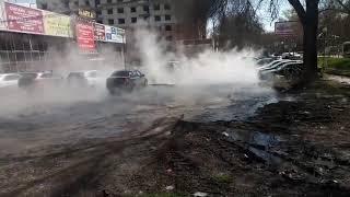 На пр. Кирова в Самаре по улице разлилась горячая вода