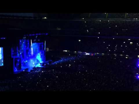 TIZIANO FERRO - Il sole esiste per tutti (Live San Siro)