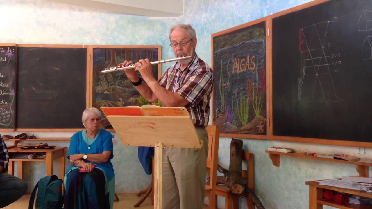 Master Waldorf Teacher Felix Zimmermann plays the flute - YouTube