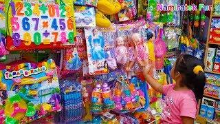 belanja berburu mainan anak di toko mainan anak banyak sekali mainannya