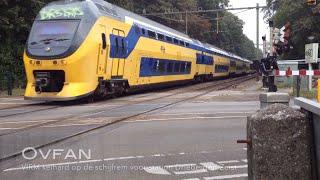 VIRM keihard op de schijfrem voor station Driebergen-Zeist