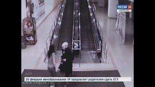 В Чебоксарах разыскивается женщина, укравшая в торговом центре чулки