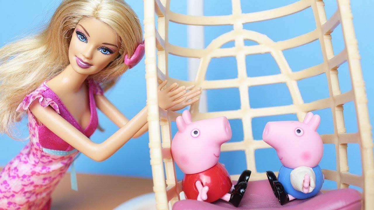 George Pig cai do balanço da Barbie - Historinha do Desenho da Peppa Pig em Portugues