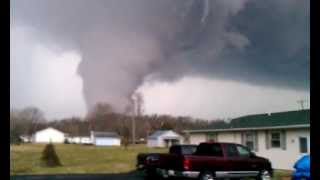 Live tornado Borden Indiana!!!!!..3-2-2012(This video was uploaded from an Android phone., 2012-03-02T22:53:55.000Z)