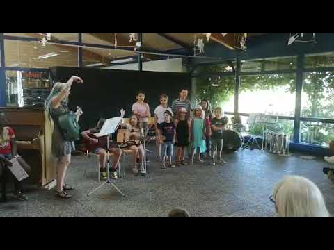 Gary Cee - Kids Choir sings Judas Priest and Dio