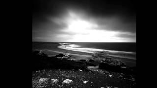 грустные чёрно белые фотографии