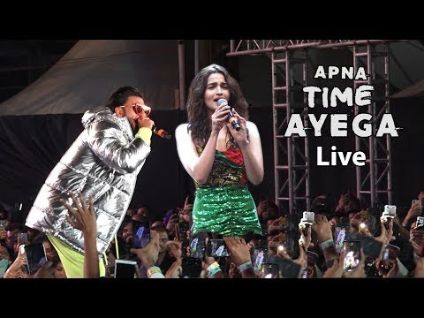 Alia bhatt and ranveer singh live rap Performance Apna Time Ayega With Huge Crowed Mp3