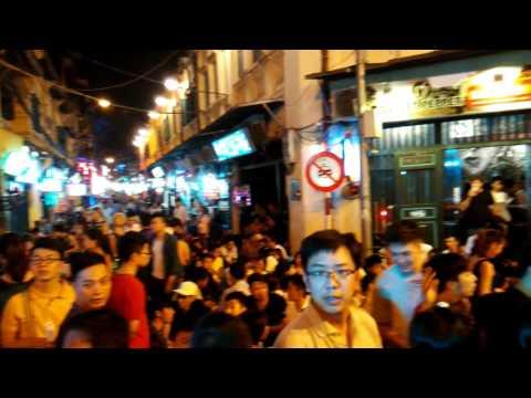 Night Life on Hanoi Old Quarter - Beer Street - (河內老城酒吧街) 4