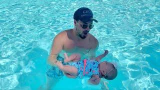 newborn-baby-swimming-on-her-own