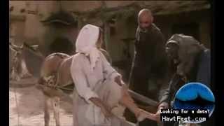 Penelope Cruz gets a foot bracelet - Per amore, solo per amore (1993)