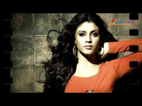 Iniya Open Talk About Her Career! | Good Name Is My Target Not Money... Says Iniya...!