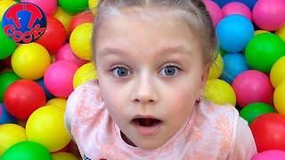 День в Развлекательном Центре с Ярославой Катаемся на Горках Видео для детей