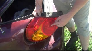 Замена лампочки задних габаритов и стоп сигнала на KIA - Spectra