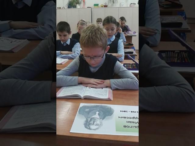 Изображение предпросмотра прочтения – АртёмСолодов читает произведение «Мартышка и очки» И.А.Крылова
