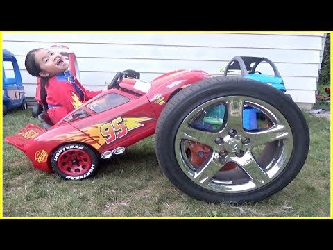 Lightning McQueen Power Wheel Car WHEEL FELL OFF!  Changing WHEEL