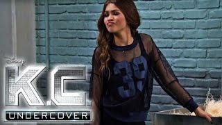 K.C. Undercover - Clip aus Staffel 2: Die Feuerwerkskörper Razzia   Neue Folgen im Disney Channel