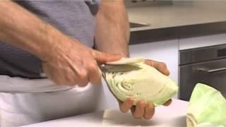 Küchenpraxis: Weißkohl und Rotkohl richtig putzen und verarbeiten