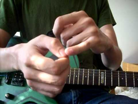 How to Hold a Pick and Guitar for Beginners (Vitalguitar.com)