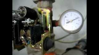 Repeat youtube video Hidrosfera o tanque hidroneumático, Regulación de presión, Mínima y Máxima.