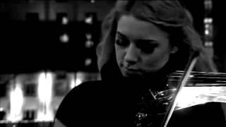 Violinista Elétrica: Kate Chruscicka. Música: Lux Aeterna - Clint Mansell