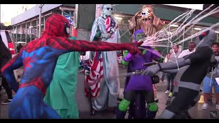Spider-Man VS Deadpool in Times Square