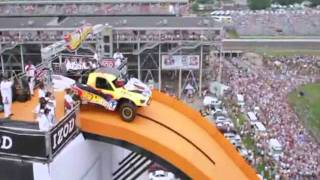 Repeat youtube video Record mundial de salto con coche