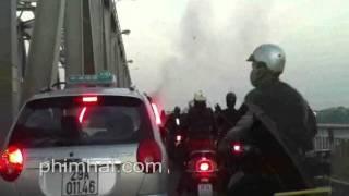 clip vu chay xe may tren cau chuong duong chieu ngay 13 12 2011 phimhai com