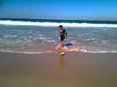 Catching Sea Worms At Nobbys Beach Newcastle Mp4 Youtube