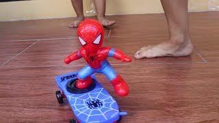 Mainan Unik dan Lucu Spiderman Main Skateboard